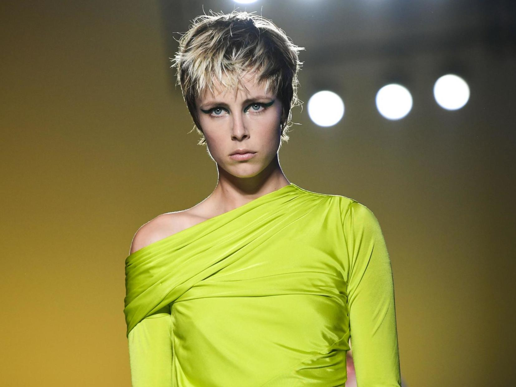 b9c3cdc7b9 Milan Fashion Week 2019: Model Edie Campbell told she's 'too fat' to open  show | The Independent